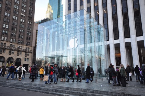 Apple_Store_-_Fifth_Avenue_7181848534